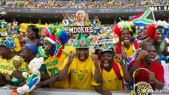 South African fans cheer their team in the African Nations Cup /Rogan Ward (SOUTH AFRICA - Tags: SPORT SOCCER)