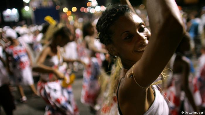 Crise econômica afeta desfiles de Carnaval
