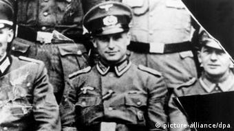 Nazi-Kriegsverbrecher Klaus Barbie während des Zweiten Weltkrieges (Foto: dpa)