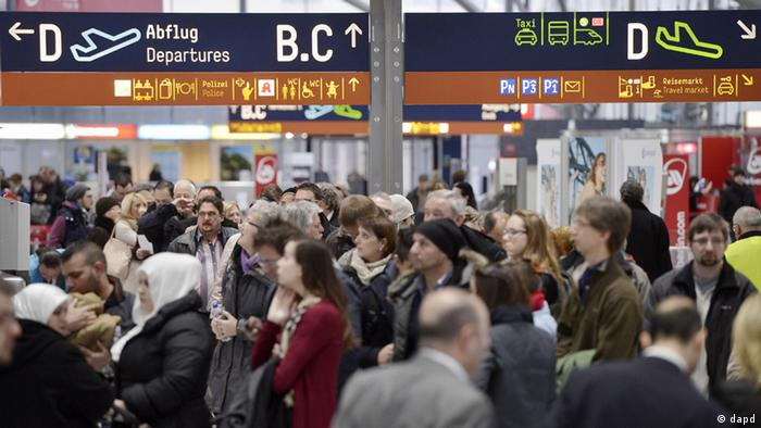 Passengers are waiting in long queues for security checks at the airport in Cologne, Germany, Friday, Jan. 25, 2013. (Photo: Martin Meissner/AP/dapd)
