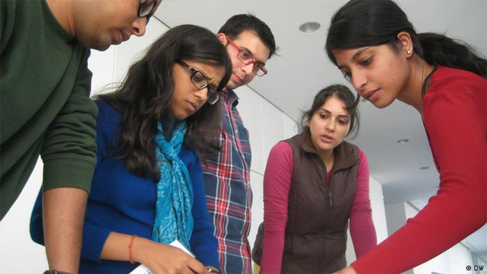Six Indian fellows, workshop on multimedia journalism and sustainability (photo: DW Akademie/Patrick Benning).