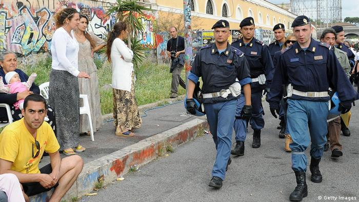 Italien Polizei in Sinti und Roma Lager (Getty Images)