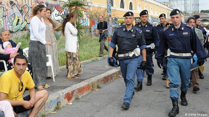Italien Polizei in Sinti und Roma Lager