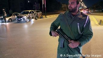 O Ministério dos Negócios Estrangeiros da Alemanha pediu aos cidadãos alemães para deixarem a região em torno de Benghazi