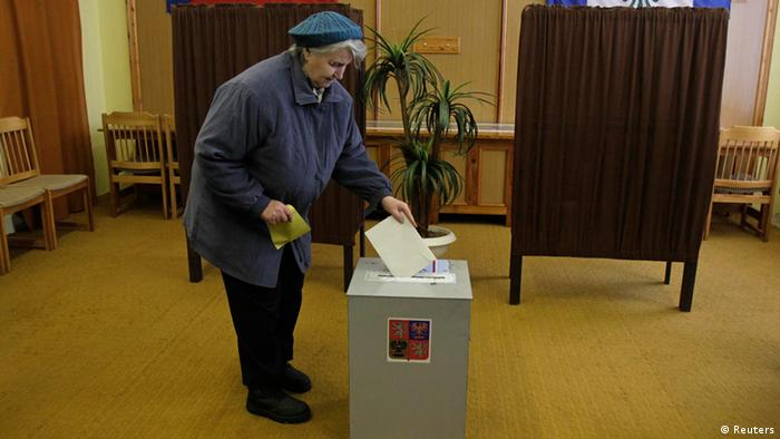 A woman casts her ballot during the second round of the country's first ever direct presidential election in the village of Sykorice (Photo: REUTERS/David W Cerny)
