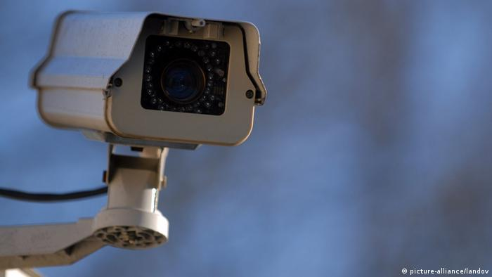 German Interior Minister Calls For More Video Surveillance To Combat Burglaries News Dw Com
