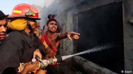 Bangladesch Dhaka Brand in Textilfabrik