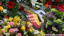 Ein Kranz mit der Schleifenaufschrift Regierender Bürgermeister von Berlin liegt am 27.01.2013 in Berlin während einer Gedenkfeier des Lesben- und Schwulenverbandes am Denkmal für die im Nationalsozialismus verfolgten Homosexuellen . Während des Gedenkens für die Opfer des Nationalsozialismus wurden im Tiergarten Blumen und Kränze niedergelegt. Foto: Soeren Stache/dpa