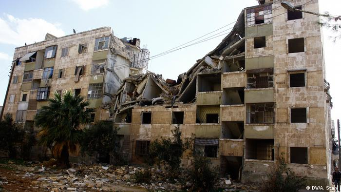 A destroyed apartment building blocks from Safa's home in Aleppo (Photo: Andreas Stahl)