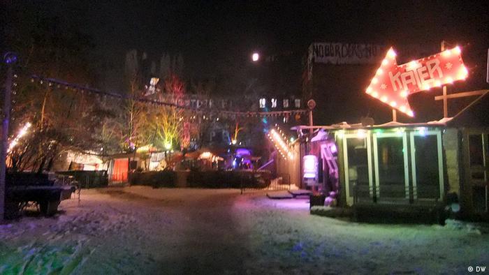Am Eingang zum Club Kater Holzig, Berlin 25.01.2013 Bilder sind für einen Artikel auf Deutschland entdecken zum Berliner Nachtleben. Bild: Elisabeth Jahn Verwendung nur im Rahmen ihres Artikels.
