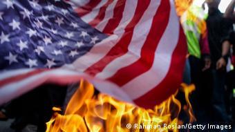 Спалювати прапори неприпустимо, наголошують ініціатори законопроєкту