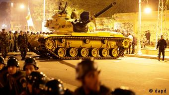 An Egyptian Army tank deploys as Egyptian protesters gather outside the presidential palace Photo:Hassan Ammar/AP/dapd