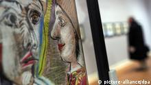 Pablo Picassos Bild Pierrot und Harlekin im Profil ist am 25.01.2013 im Picasso-Museum in Münster (Nordrhein-Westfalen) ausgestellt. Das Picasso-Museum präsentierte zwei neue Ausstellungen, die ab dem 26. Januar parallel gezeigt werden: Die Picassos aus Arles _ Tagebuch eines Malers und Georges Braque _ Von Göttern, Helden und Vogelzeichen. Foto: Bernd Thissen/dpa