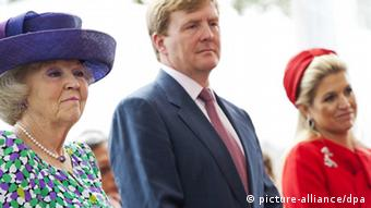 Queen Beatrix of the Netherlands, her son Prince Willem-Alexander and Princess Maxima (from left to right) (photo: EPA/ROBIN UTRECHT)