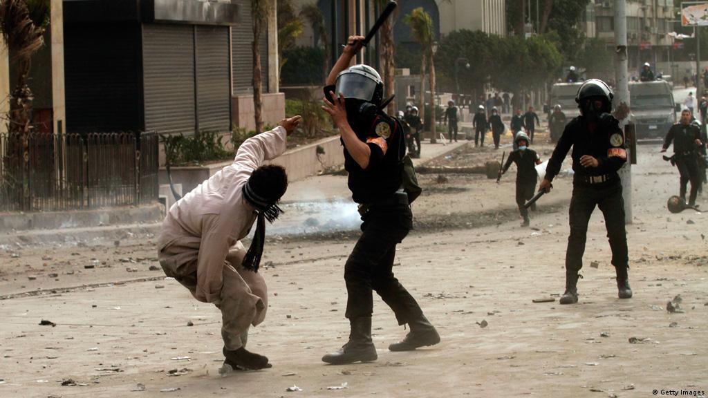Egyptian police beating ile ilgili görsel sonucu