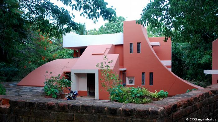 A house in Auroville where architects had a free hand (Foto: CC/Sanyambahga)