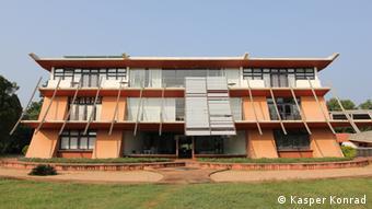 Das Rathaus von Auroville im Stil asiatischer Klöster (Foto: Kasper Konrad)