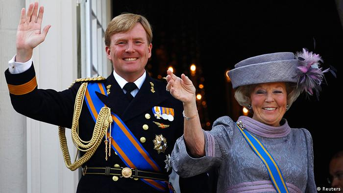 Netherlands' Queen Beatrix (R) and her son Crown Prince Willem-Alexander wave to well-wishers from the balcony of the Royal Noordeinde Palace on September 21, 2010. (Photo: REUTERS/Jerry Lampen/Files)