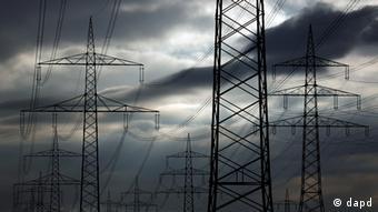 Large utility poles under cloudy skies Photo: Alex Domanski/dapd Photo: Timur Emek/dapd