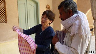 Monika Kuppler shows a trader in Egypt the finer side of fabric production (Photo: Copyright SES)