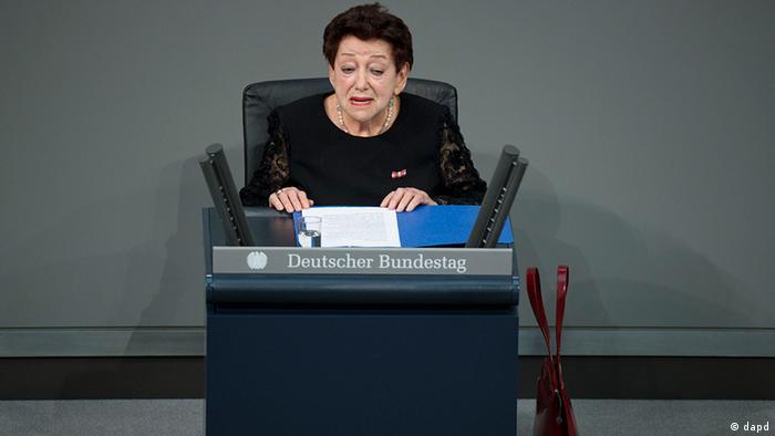 Inge Deutschkron vorbind la comemorarea victimelor nazismului în Bundestag