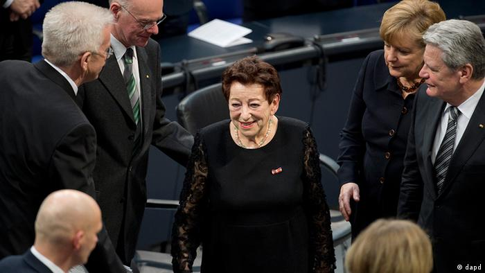 Holocaust survivor Inge Deutschkron (center) in the Bundestag in Berlin for the ceremony marking Holocaust Remembrance Day and 80 years since Hitler became Reichschancellor. (30.01.13) (Photo: Michael Gottschalk/dapd)