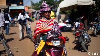 Malian women flock the central market in Gao,<br /><br /><br /> Photo:Jerome Delay/AP/dapd<br /><br /><br />
