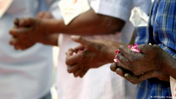 Indian leprosy patients offer prayers in rememberence of Police officials who died in the Mumbai terror attacks, in Mumbai on December 26, 2008. (AFP PHOTO/ Pal PILLAI)