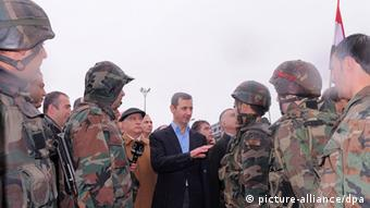 Assad speaking with soldiers 27 March 2012. Photo: EPA/SANA/HANDOUT +++(c) dpa - Bildfunk+++