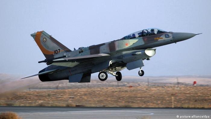 An archive photograph dated 25 June 2009 shows an Israel F-16 jet fighter as it takes off from an air force base in southern Israel during an exercise. EPA/JIM HOLLANDER +++(c) dpa - Bildfunk+++