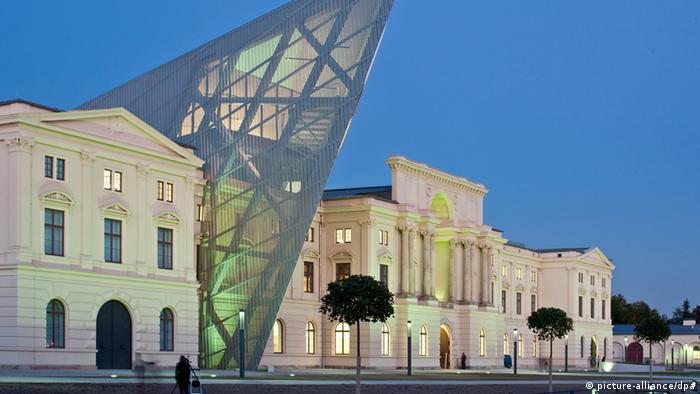 Unibau von Stararchitekt Libeskind eröffnet