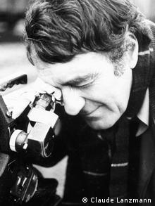 Claude Lanzmann looking through the camera in 1981 while shooting 'Shoah' Copyright: Claude Lanzmann