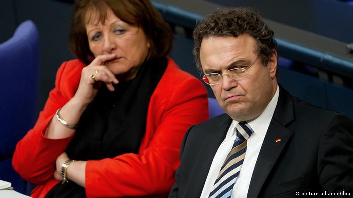 Sabine Leutheusser-Schnarrenberger, ministra de Justicia, y Hans-Peter Friedrich, ministro del Interior.
