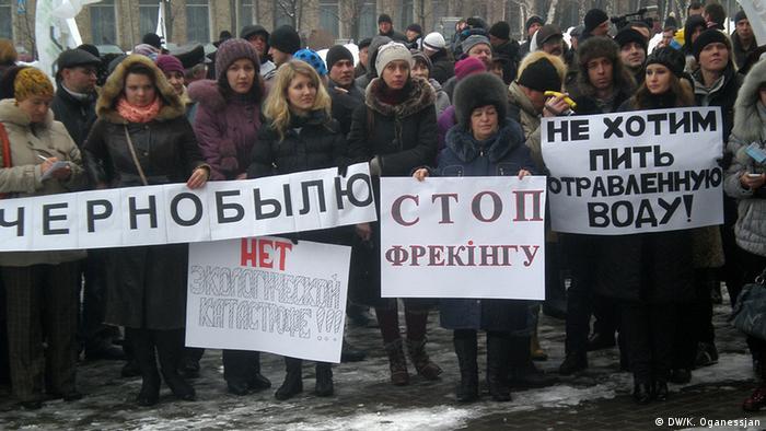 Fracking, çevreye olumsuz etkileri nedeniyle protestolara da neden oluyor. Ukrayna'nın Donetsk kentindeki bir gösteriden...