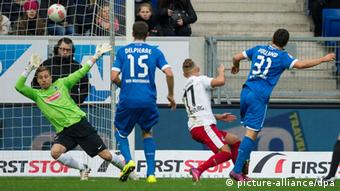 Kevin Volland (r) scores the 2-1