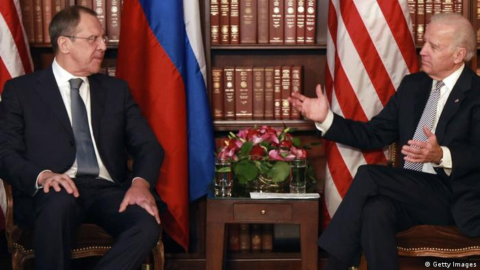 Russian minister of foreign affairs Sergey Lavrov (L) and U.S. vice president Joe Biden(Photo by Johannes Simon/Getty Images)