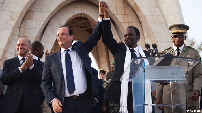 REFILE - CORRECTING IPTC CREDIT France's President Francois Hollande (2nd L) joins hands with Mali's interim president Dioncounda Traore after Traore spoke at Independence Plaza in Bamako, Mali February 2, 2013. REUTERS/Joe Penney