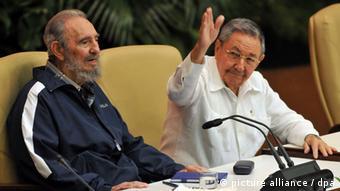 Fidel Castro and Raul Castro Copyright: ALEJANDRO ERNESTO/dpa