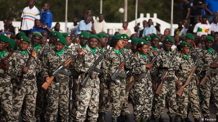 Tropas do Mali na Praça de Independéncia em Bamako (arquivo)