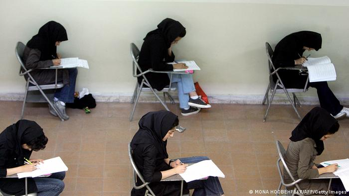Iran Alltagsleben Straßenszene in Teheran Prüfung