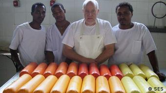 Senior Expert Siegfried Siegfried Müller shows butchers in Africa how to prepare sausages (Photo: Copyright SES)