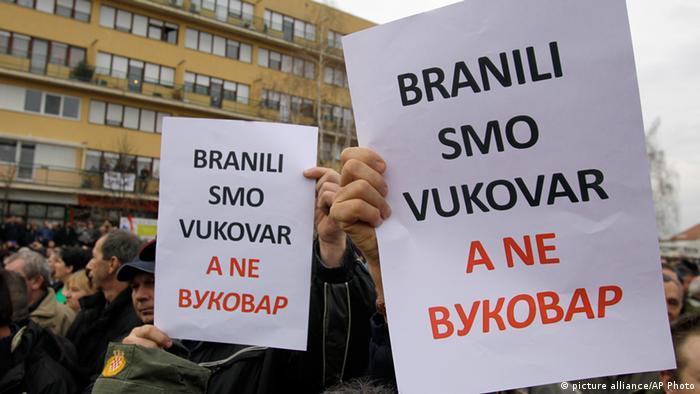Prosvjedi u Vukovaru protiv napisa na ćirilici