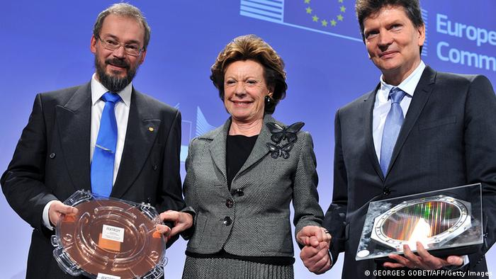 EU commissioner for Digital Agenda Neelie Kroes (center) poses between Henry Markram of the Blue Brain and the Human Brain Project and (right) and Professor Jari Kinaret of Chalmers (left) in Brussels. (Photo: GEORGES GOBET/AFP/Getty Images)