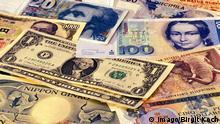 Bildnummer: 50066040 Datum: 01.03.2000 Copyright: imago/Birgit Koch Money makes the world go round, Objekte , Symbolfoto; 2000 , Wirtschaft , Finanzen , Feature , Symbol , Geld , Geldscheine , Geldschein , Banknote , Banknoten , Währung , Währungen , US-Dollar , kanadische , D-Mark , Deutsche , Hundert , Hunderter , Hundertmarkschein , Yen , Lire , indonesische Rupien , Schweizer Franken; , quer, Mfdia, Einzelbild, Detail, Studioaufnahme, Deutschland, ohne, Ohne; Aufnahmedatum geschätzt