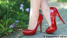 Rote Schuhe Frau Pumps