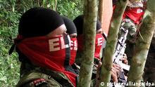 epa03361471 A handout picture provided by International Committee of the Red Cross (ICRC) shows several members of guerilla group 'Ejercito de Liberacion Nacional' (ELN) taking part in the release of Colombian Journalist Elida Parra Alfonso and Colombian engineer Gina Paola Uribe that were kidnaped by ELN, in Fortul, Colombia, 13 August 2012. EPA/EDWARD ROBLES / ICRC / HANDOUT HANDOUT EDITORIAL USE ONLY/NO SALES +++(c) dpa - Bildfunk+++