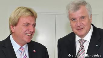 Bayerns Ministerpräsident Horst Seehofer und Hesses Regierunschef Volker Bouffier. Foto: Peter Kneffel dpa/lby