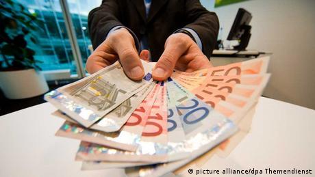 НБУ на півроку продовжив обов'язковий продаж половини валютної виручки