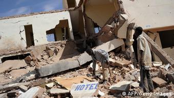 Ein zerstörtes Hotel in Douentza nach einem französischen Luftangriff. (Foto: AFP)