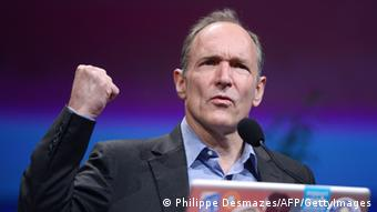 Ilmuwan komputer Tim Berners-Lee mencetuskan ide World Wide Web